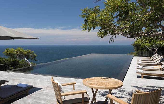 Resort thuộc làng Vĩnh Hy, xã Vĩnh Hải, huyện Ninh Hải, Ninh Thuận. Phía sau được bao bọc bởi núi và rừng cây, phía trước là vịnh biển thanh bình và hoang vắng. Du khách luôn có được sự riêng tư để tận hưởng những tiện nghi xa hoa, đẳng cấp nhất.