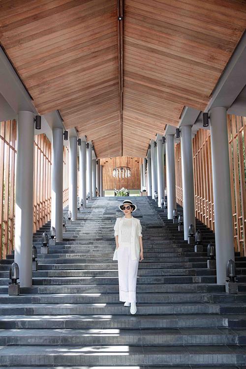 Khu resort được người đẹp lựa chọn từng được mệnh danh là khu nghỉ dưỡng đắt nhất Việt Nam với giá phòng có lúc lên tới cả trăm triệu đồng. Nơi đây từng tiếp đón nhiều vị khách nổi tiếng như vợ chồng Tăng Thanh Hà, mới đây nhất là Ngọc Trinh - Khắc Tiệp hay Quang Vinh, Lý Quý Khánh, Hương Giang Idol.