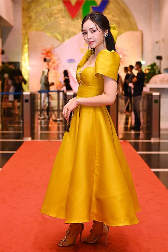 Quỳnh Kool có mặt từ sớm trên thảm đỏ. Cô ghi dấu ấn với các vai diễn trong phim Đừng bắt em phải quên và Nhà trọ Balanha.