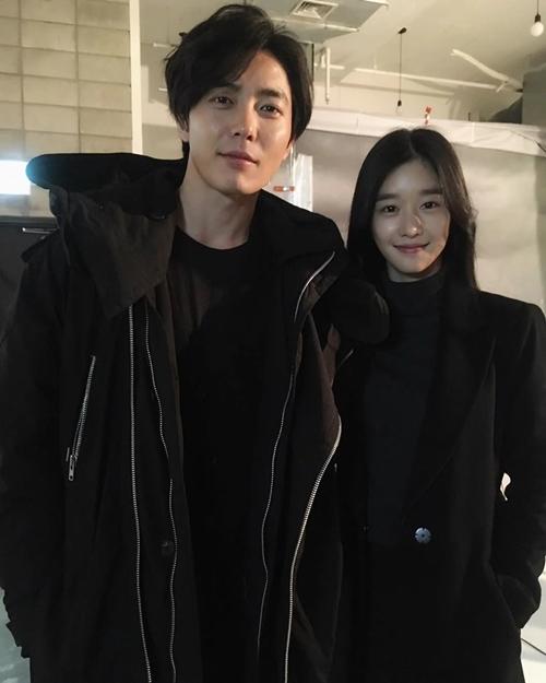 Kim Jae Wook và Seo Ye Ji trên phim trường.