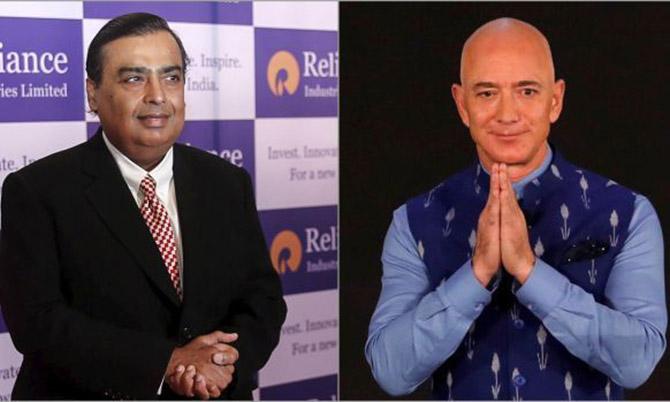 Tỷ phú Ấn Độ Mukesh Ambani (trái) và người giàu nhất thế giới Jeff Bezos. Ảnh: Reuters.