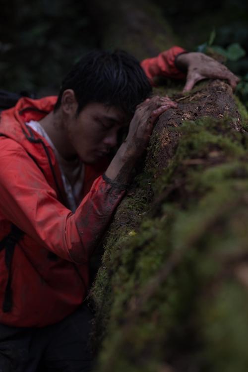 Huỳnh Thanh Trực nhịn đói, ăn ếch sống, đóng nhiều cảnh mạo hiểm trong Tà Năng - Phan Dũng.