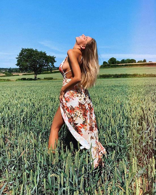 Nữ hoàng bikini Zara McDermott
