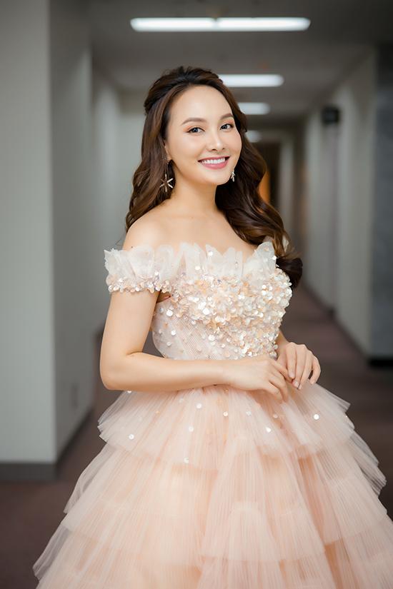 Bảo Thanh vừa giành giải Nữ diễn viên ấn tượng vào năm ngoái với vai Anh Thư trong phim Về nhà đi con. Năm nay, cô tiếp tục tham gia phim Những ngày không quên.