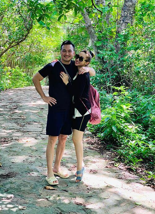 Diễn viên Chi Bảo và bạn gái Lý Thùy Chang tận hưởng những ngày hạnh phúc bên nhau dù bận rộn với dự án ở Côn Đảo.
