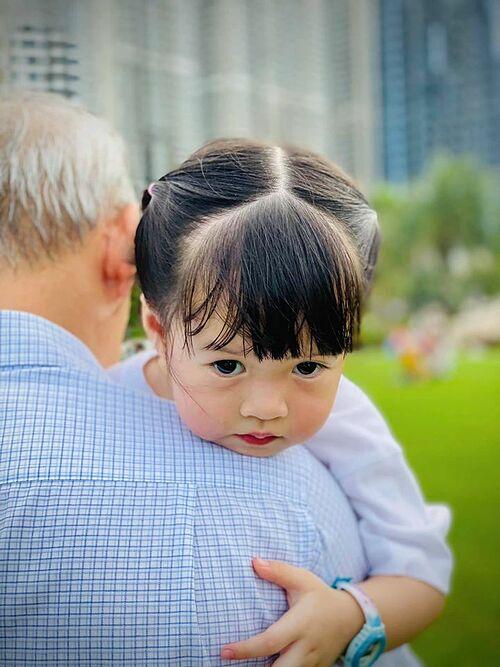 Hoa hậu Đặng Thu Thảo chia sẻ khoảnh khắc đáng yêu của con gái Sofi và cho biết hạnh phúc đến rụng tim khi con gái nói muốn về nhà ngủ với mẹ vì sợ mẹ buồn khi bà nội rủ ở lại.