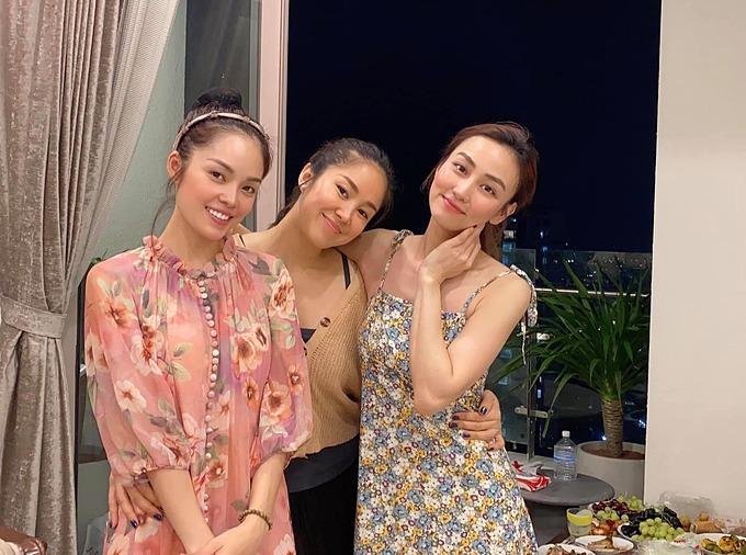 Diễn viên Lê Phương đọ sắc bên hai người bạn thân là diễn viên Ngân Khánh và Dương Cẩm Lynh.