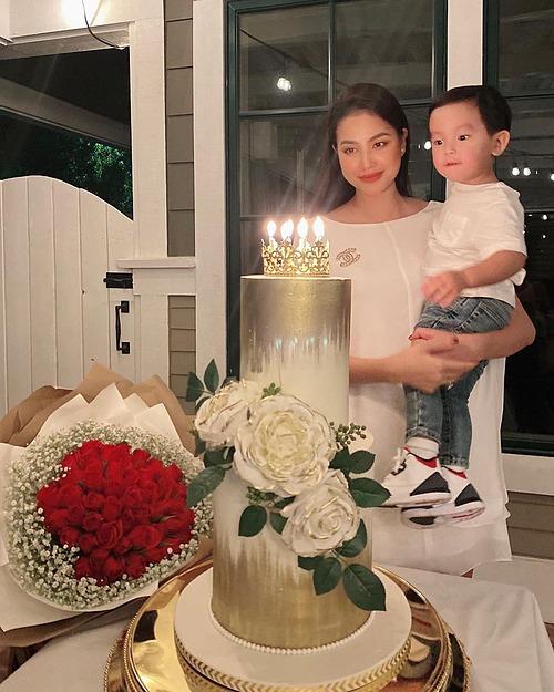 Phạm Hương đón sinh nhật bên con trai.