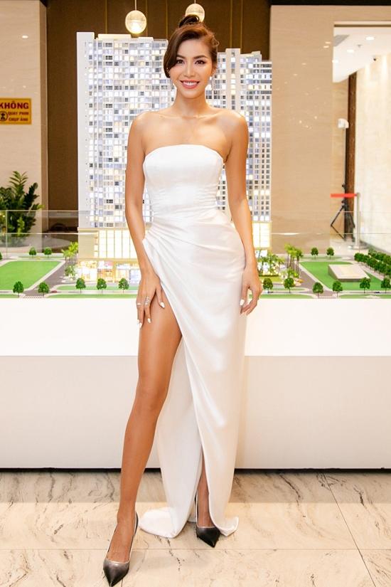 Minh Tú diện váy của nhà thiết kế Lê Thanh Hòa, khoe sắc vóc nổi bật ở event sáng 1/9.