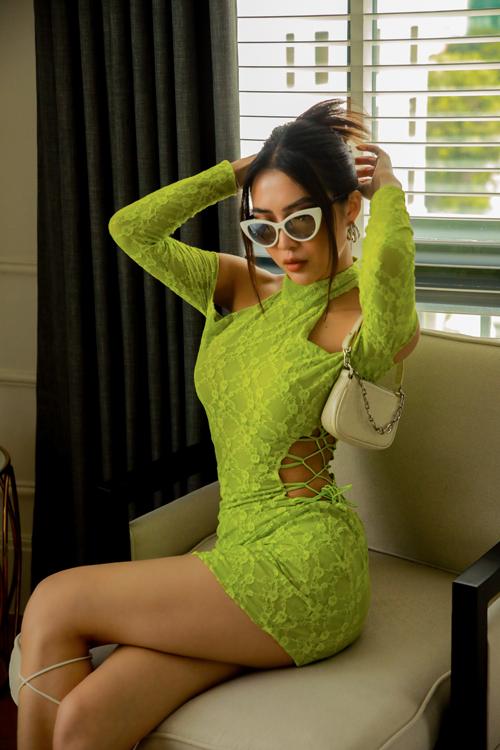 Vì tự tin với số đo hình thể, Tường Linh thường xuyên chia sẻ trên trang cá nhân loạt ảnh diện trang phục sexy phô diễn đường cong gợi cảm.
