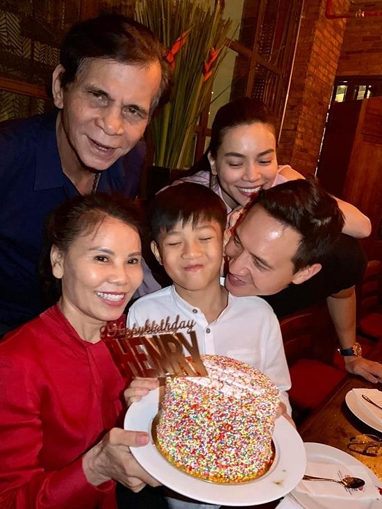 Kim Lý luôn có mặt trong những dịp quan trọng của Subeo. Đặc biệt là dịp sinh nhật, Kim Lý và Hồ Ngọc Hà thường tổ chức tiệc cho nhóc tỳ.