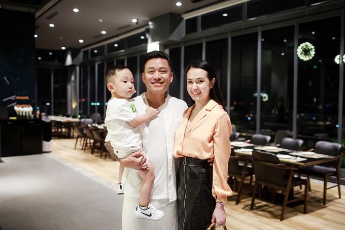 Quán bar trên cao - điểm hẹn hò của sao Việt - 4