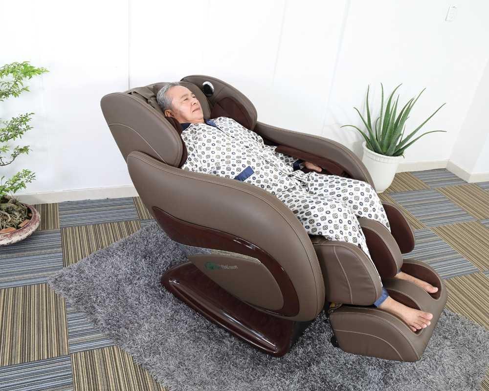 Ghế massage cho người lớn tuổi.