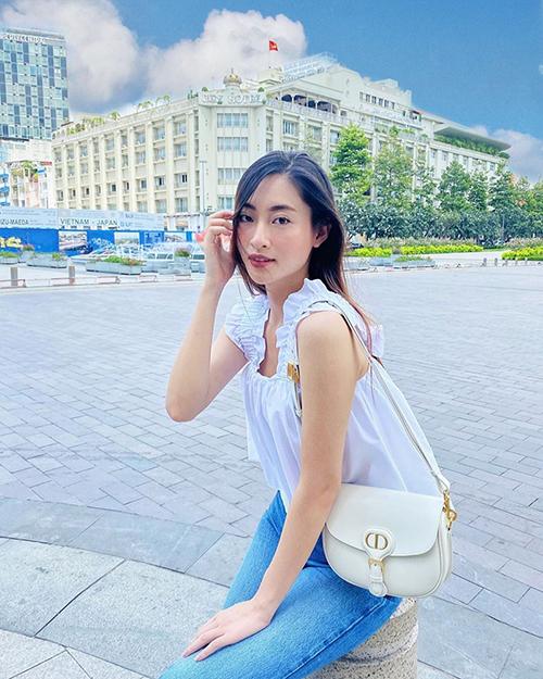 Set đồ của Lương Thuỳ Linh dành cho các bạn gái yêu trang phục bèo nhún - đây cũng là xu hướng được ưa chuộng ở mùa hè thu 2020.