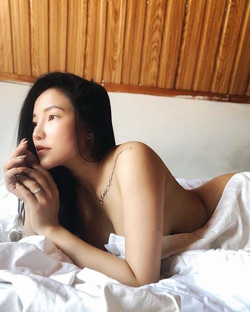Lý Phương Châu bán nude và chia sẻ về quan niệm về người đẹp: Không phải những người đẹp là những người hạnh phúc, mà những người hạnh phúc là những người đẹp.