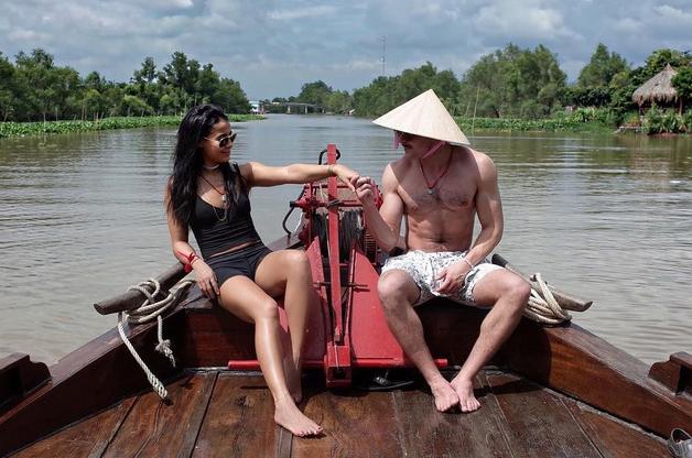 Zac từng có mối tình kéo dài hai năm với người mẫu Sami Miro từ năm 2014 đến 2016. Cặp đôi đến Việt Nam du lịch vào tháng 1/2016.