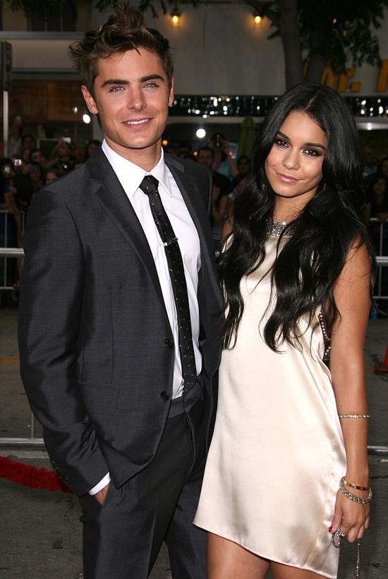 Trước đó, anh hẹn hò nữ bạn diễn High School Musical Vanessa Hudgens 5 năm và chia tay trong sự tiếc nuối của người hâm mộ vào năm 2010.