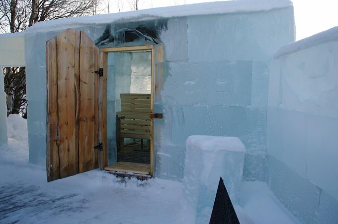 Một phòng tắm hơi làm từ băng ở Lapland. Ảnh Shutterstock
