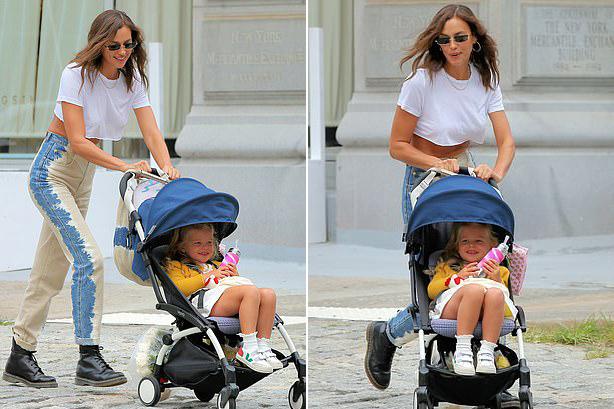 Thời gian này Irina vẫn chưa quay lại sàn diễn nên cô dành hầu hết thời gian bên bé Lea. Cô bé cười tít mỗi khi được mẹ đưa đi chơi phố hoặc ra công viên gần nhà.