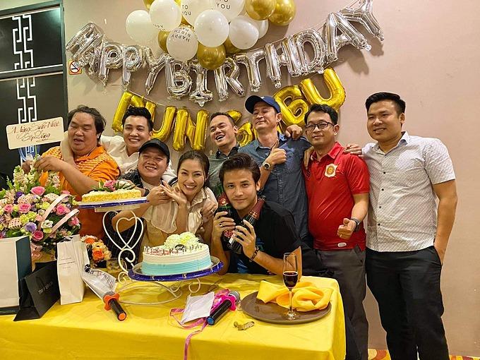 Diễn viên Ngọc Lan, Huy Khánh, Hoàng Mập... mừng sinh nhật một người bạn.
