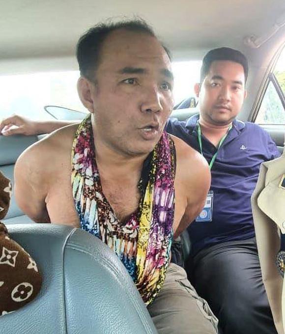 Kub Pha khi bị bắt ở tỉnh Battambang, Thái Lan, hôm 5/9. Ảnh: Newsflash.