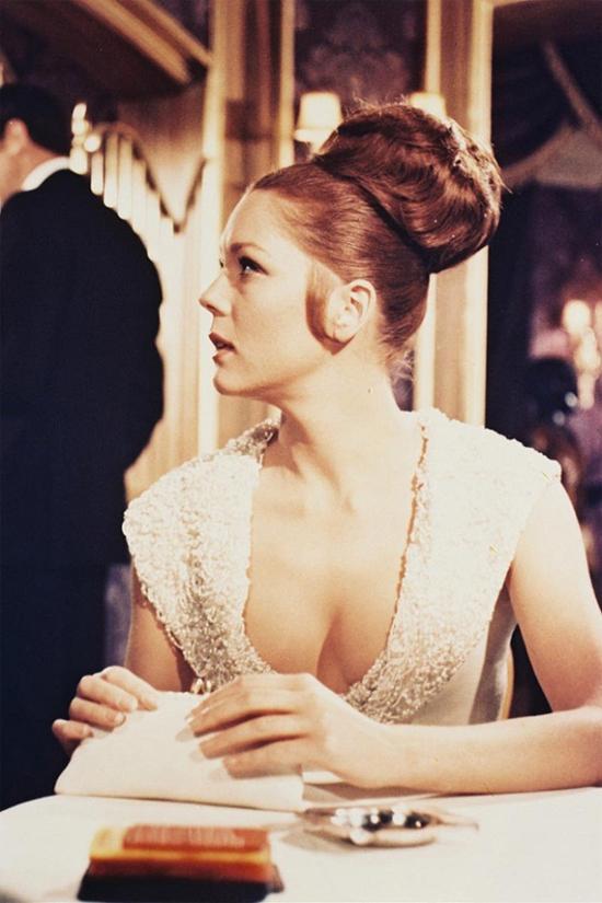 Diana Rigg thời trẻ trong phim Điệp viên 007.