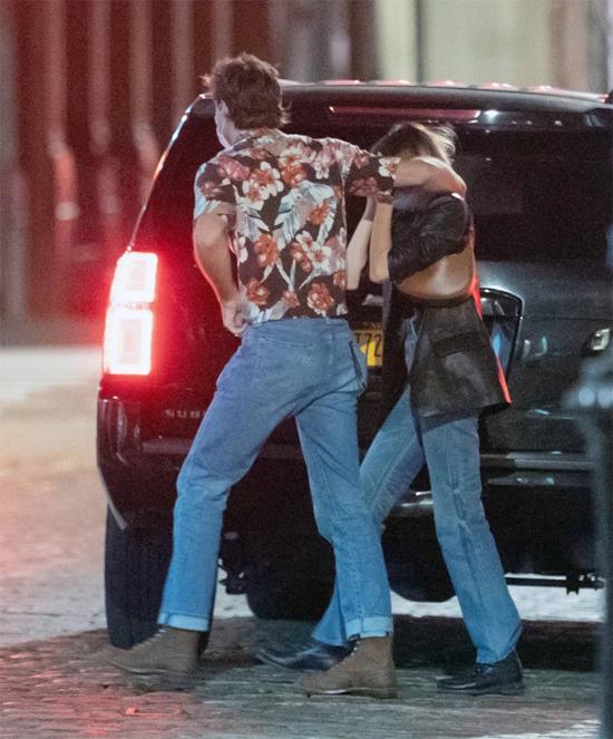 Jacob Elordi là ngôi sao mới tại Mỹ nhưng Kaia từ lâu đã được các paparazzi săn đón khi cô là một trong những người mẫu thế hệ mới đắt giá nhất hiện nay. Kaia cũng xuất thân trong gia đình nổi tiếng, có mẹ là siêu mẫu Cindy Crawford.