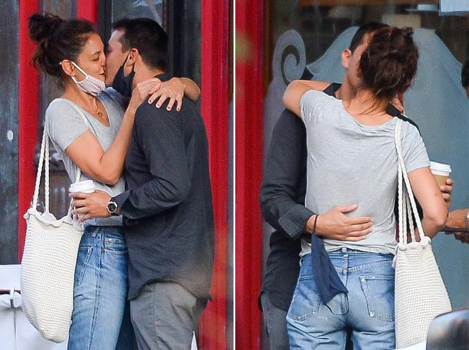 Cặp đôi kéo khẩu trang, hôn nhau say đắm.