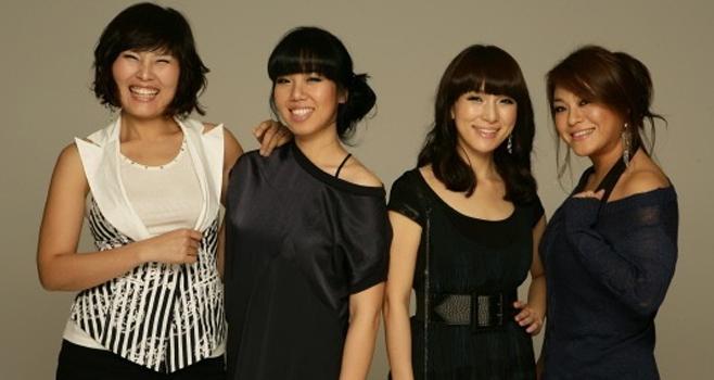 Lee Young Hyun (ngoài cùng bên phải) trong nhóm Big Mama.