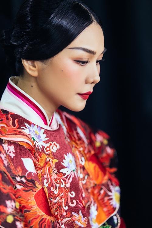 Trước khi phim bấm máy chính thức vào đầu năm sau, Thanh Hằng gần đây đã quay first look (trích đoạn đầu tiên) và chụp poster đầu tiên cho phim. Trong đó, cô tái hiện hình ảnh Dương Vân Nga trong ngày được sắc phong làm hoàng hậu của vua Đinh Tiên Hoàng.