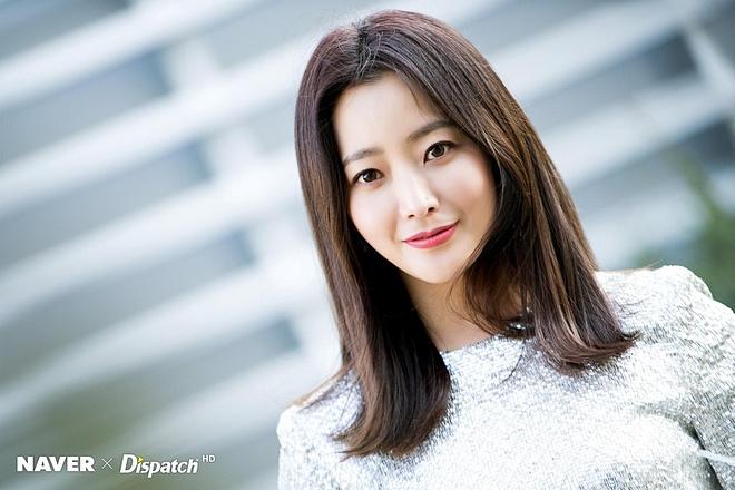 Thời gian như dừng bước trước nhan sắc của Kim Hee Sun.