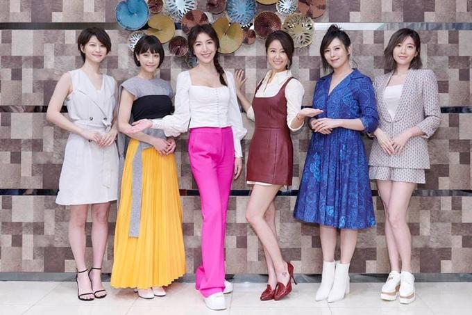 Sáu nữ diễn viên của Hoa đăng sơ thượng diện trang phục của nhân vật dự khai máy phim: . Trước ngày phim bấm máy, họ phải đến các quán rượu, nhà hàng Nhật Bản học cách rót rượu, thắp đèn, quan sát các nhân viên tại đó trò chuyện với thực khách.