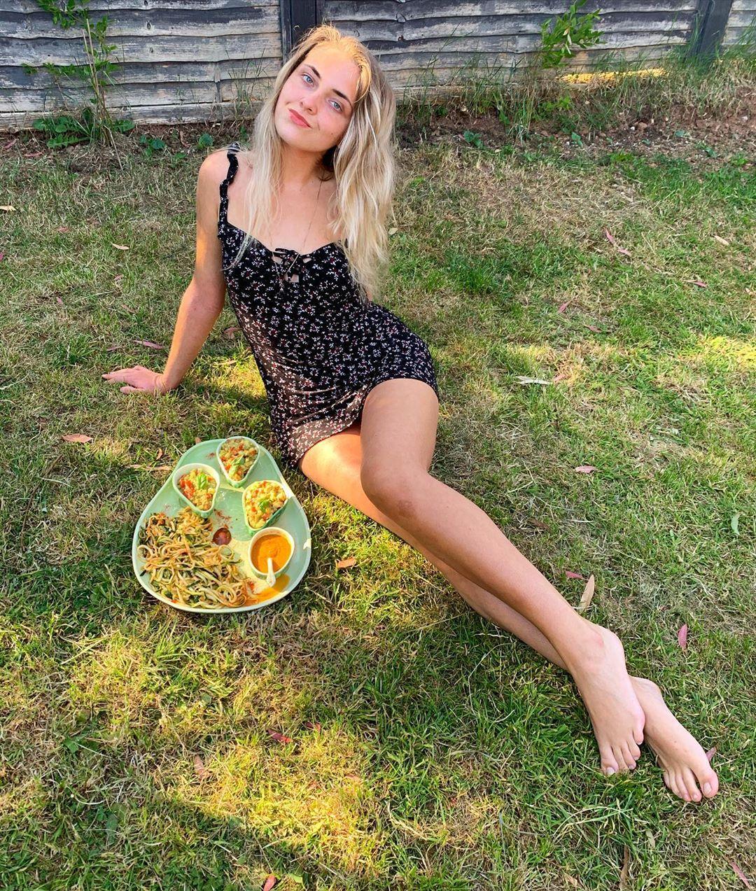 Chế độ ăn chay giúp cô gái trẻ khỏi chứng bệnh da liễu và giảm được 25 kg.