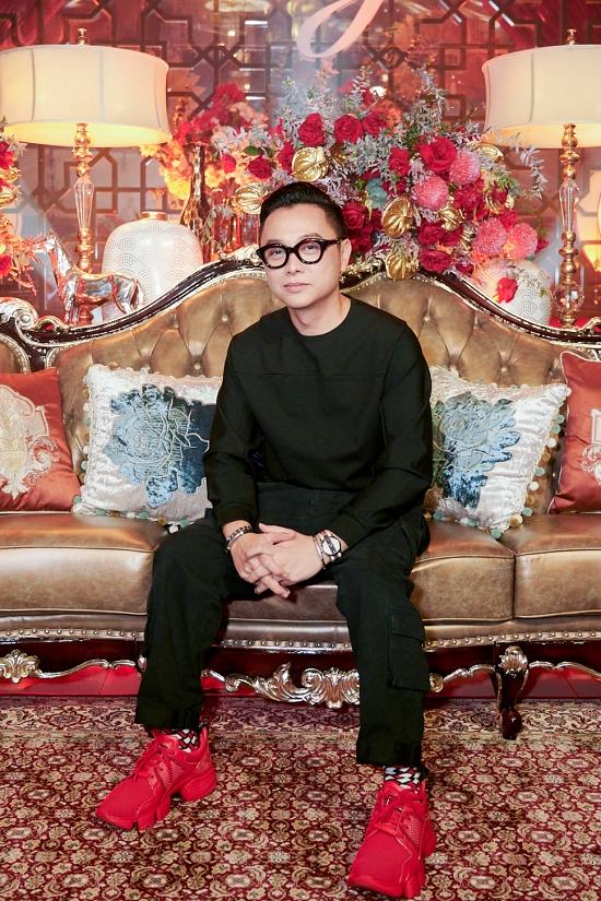 Nhà thiết kế Nguyễn Công Trí thực hiện bộ váy lộng lẫy của Hồ Ngọc Hà trong đêm nhạc.