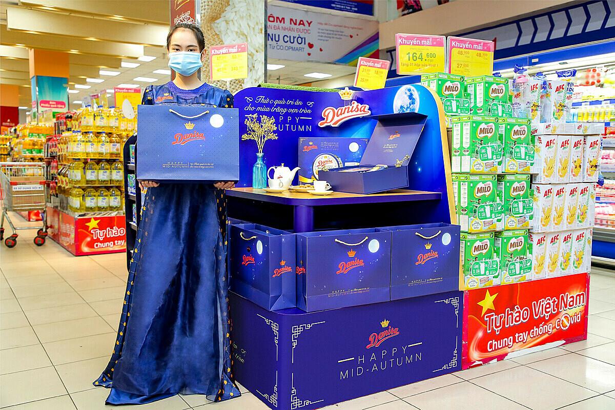 Bánh Danisa phiên bản Trung thu đã được bày bán ở nhiều siêu thị ở các thành phố lớn.