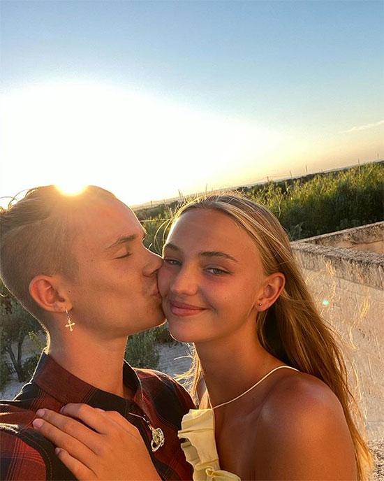 Chàng trai vừa đón sinh nhật 18 tuổi và người mẫu Mia Regan bắt đầu hẹn hò từ tháng 5 năm ngoái nhưng đến cuối năm mới bắt đầu đăng ảnh chung đôi công khai.
