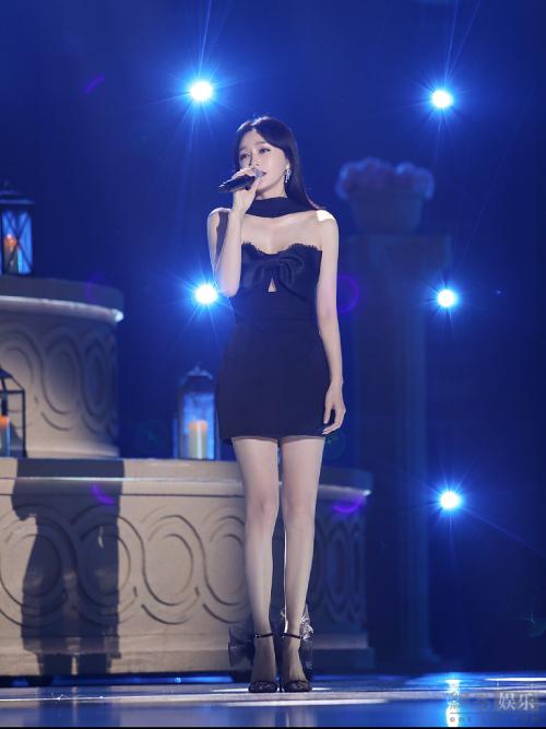 Chân nuột của Tần Lam. Sau vai Phú Sát Hoàng Hậu của Diên Hy Công Lược, hiện Tần Lam chưa có vai diễn mới khiến cô hứng thú.