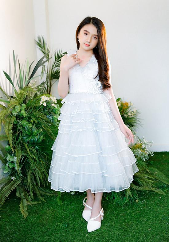 Diễm Quỳnh sinh năm 2011, hiện sống tại Đà Lạt. Cô bé được nhiều người gọi là Tiểu Hương Giang vì vẻ ngoài rất giống Hoa hậu chuyển giới.