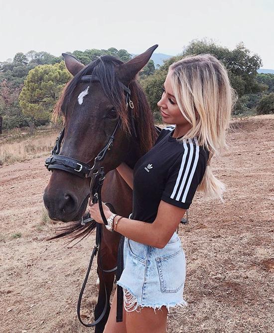 Các người đẹp mê chụp ảnh với ngựa - 18