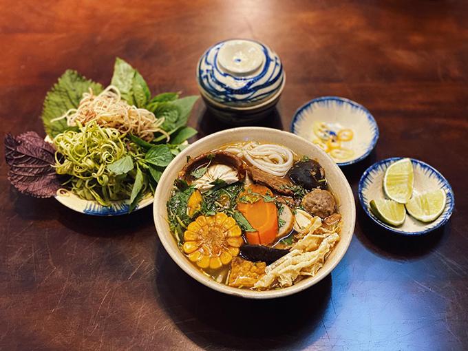 Các món nước đều đầy đặn và được chế biến bằng rau củ, hạn chế tối đa các gia vị - hạt nêm nên được nhiều khách hàng yêu thích.