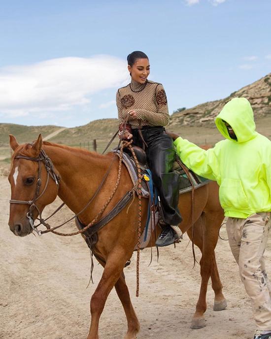 Các người đẹp mê chụp ảnh với ngựa - 6