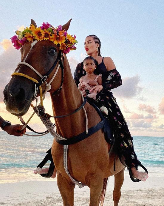 Các người đẹp mê chụp ảnh với ngựa - 8