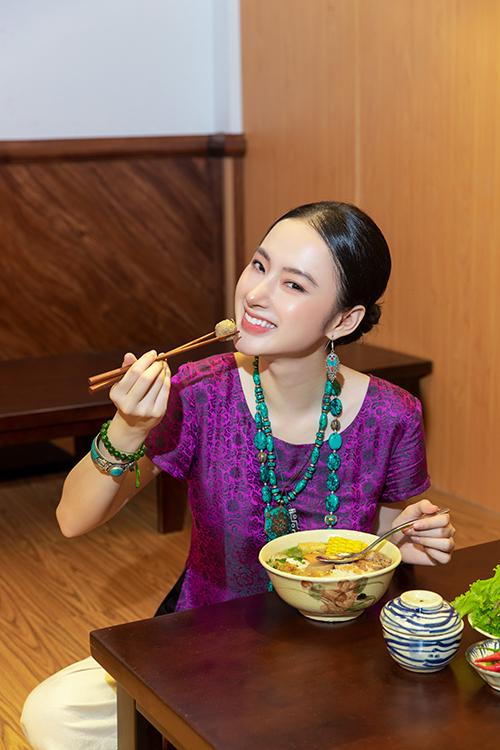 Bên cạnh cách ăn chay trường của nhiều phật tử, ẩm thực chay cũng thu hút giới trẻ thích lối sống xanh và hạn chế sát hại động vật. Quán chay Tâm Đức của Angela Phương Trinh cũng là Một trong những quán ăn mới, nhận được sự ủng hộ của nhiều thực khách.