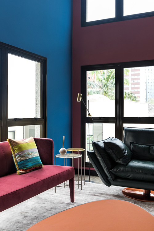 Sự sáng tạo, đổi mới của công trình nằm ở chất lượng, màu sắc, tạo điểm nhấn cho phòng khách.