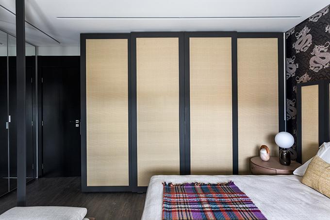 Tủ gỗ đựng quần áo mang phong cách Nhật Bản.