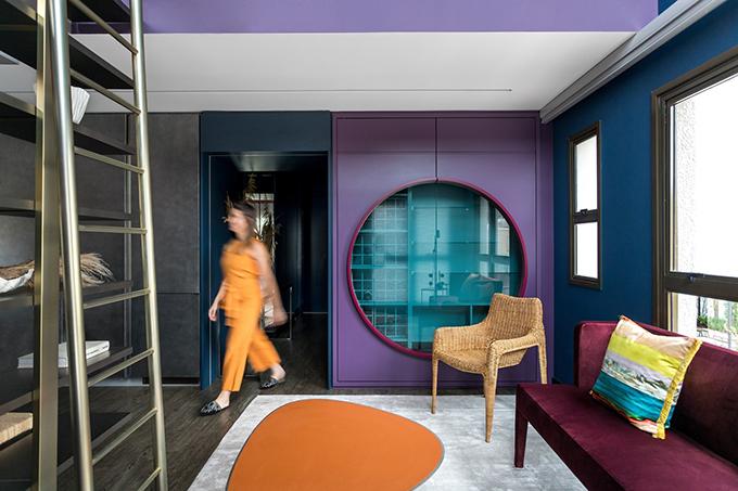 Căn hộ tông tím hồng có tổng diện tích 100 m2, toạ lạc tại Curitiba, Brazil, được hoàn thiện năm 2020 bởi nhóm kiến trúc sư (KTS) của Talita Nogueira Arquitetura.