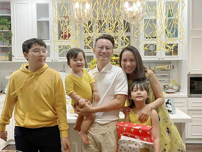Vợ chồng Hoàng Bách mừng sinh nhật con gái tròn 8 tuổi.