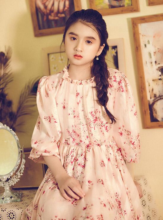Bộ ảnh do nhà thiết kế Nguyễn Minh Tuấn, Zoey và chuyên gia trang điểm, làm tóc Minh Nhật hỗ trợ thực hiện.