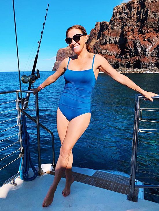 cựu Bond girl trở thành ngôi sao lớn tuổi nhất từng chụp hình cho Playboy vào năm 2018 ở tuổi 67.