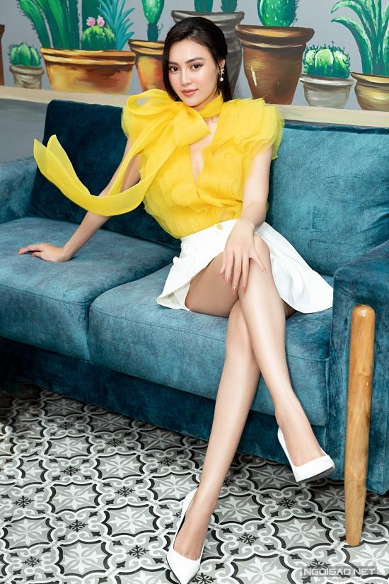 Diễn viên Lan Ngọc ghi điểm với phong cách nữ tính. Hoạ tiết nơ 3D giúp cô trông nổi bật hơn ở event.